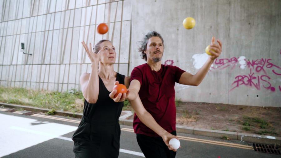 5LIFE (c) Gandini Juggling  (1).jpg